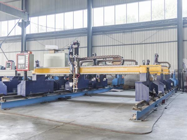 China Jiaxin 1300 * 2500mm máquina de corte de plasma de área woking para cortador de metal Sistema de control de panel LCD especial para plasma